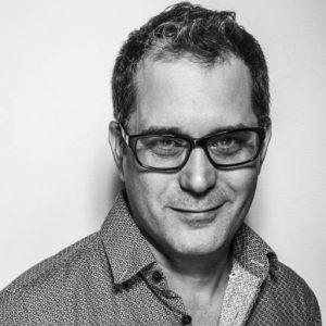 LUIS LEONEL LEÓN: DIRECTOR DE LA COLECCIÓN FUGAS